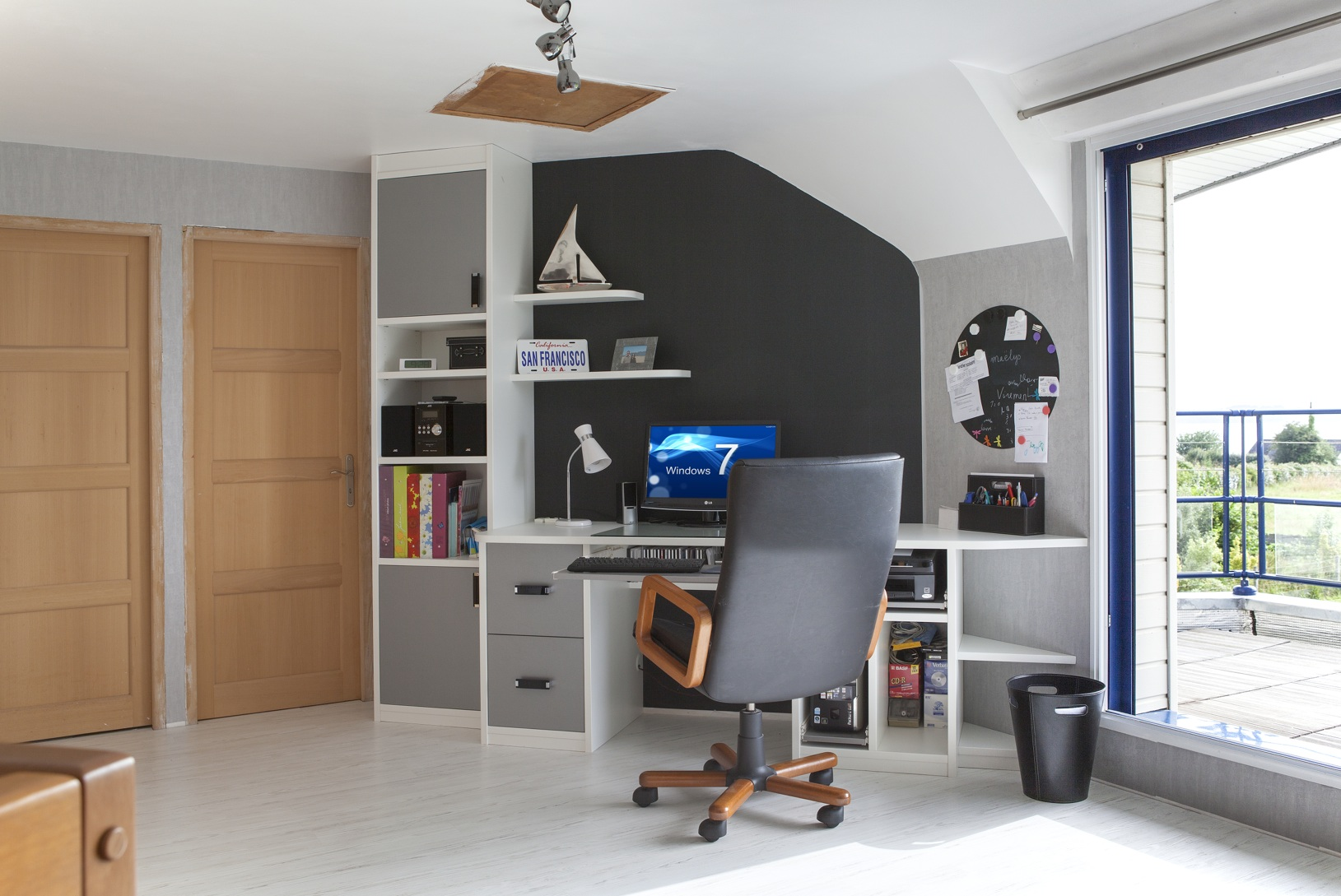 le bureau sur mesure la solution id ale. Black Bedroom Furniture Sets. Home Design Ideas
