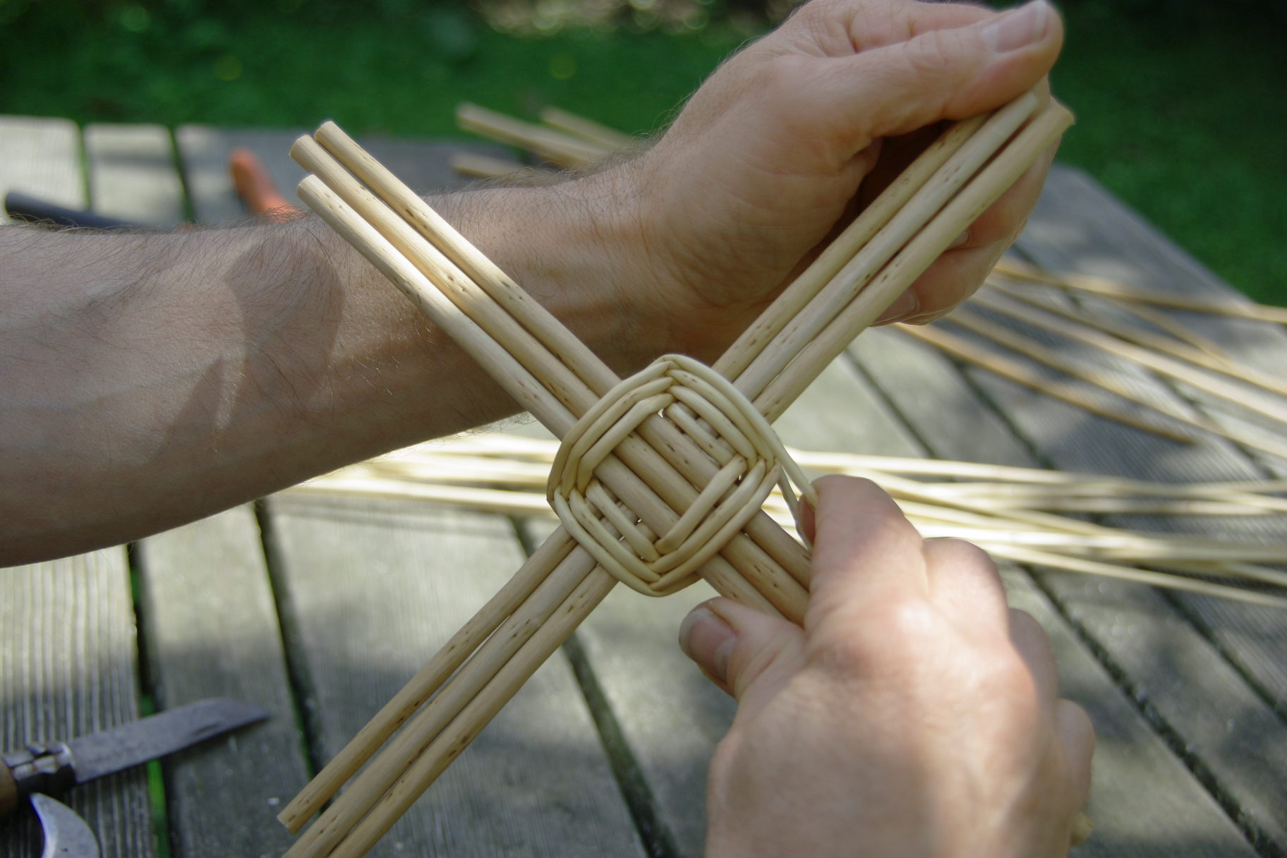 Comment fabriquer un panier en osier - Comment decorer une corbeille en osier ...